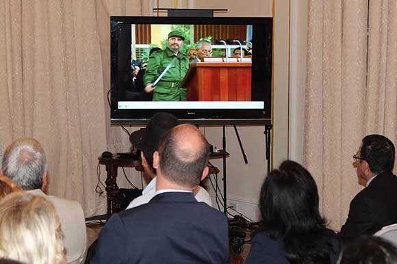 Diplomáticos de varios países de América Latina y miembros de organizaciones de solidaridad con Cuba evocaron el legado del líder histórico de la Revolución Cubana, Fidel Castro. Foto: PL.