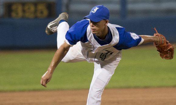 Eddy A. García del Toro fue el pitcher ganador del partido. Foto: Ismael Francisco/ Cubadebate.