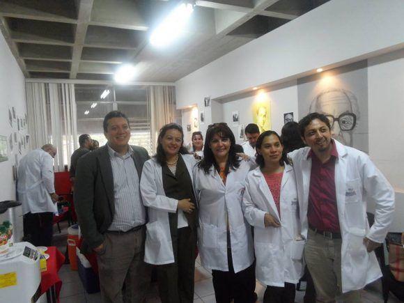 La doctora Ericka (segunda de izquierda a derecha) junto a la jefa de la Brigada Médica cubana en Guatemala Dra. Yiliam Jiménez (a su lado a la derecha) y otros jóvenes doctores graduados en la ELAM. Foto: Tomada del Facebook de la autora