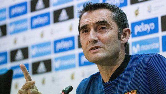 Ernesto Valverde, DT del FC Barcelona, en conferencia de prensa previa a la vuelta de la Súper Copa de España. Foto: EFE.