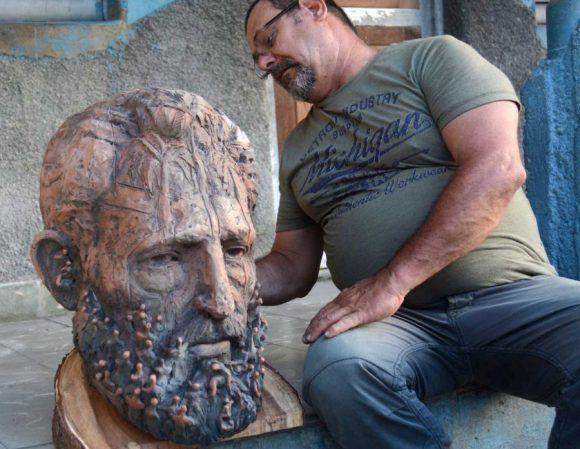 La Gran Marcha, escultura de Félix Madrigal, dedicada a Fidel Castro. Foto: Oscar Alfonso / Escambray