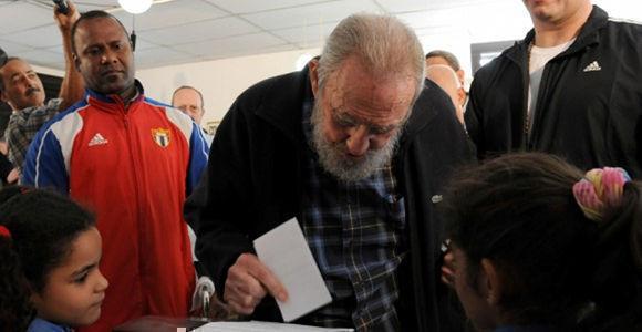 Fidel vota en colegio electoral del Vedado. Foto: Agencias.