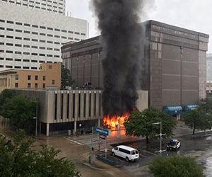 Fuerte explosión sacude un edificio en el centro de Houston