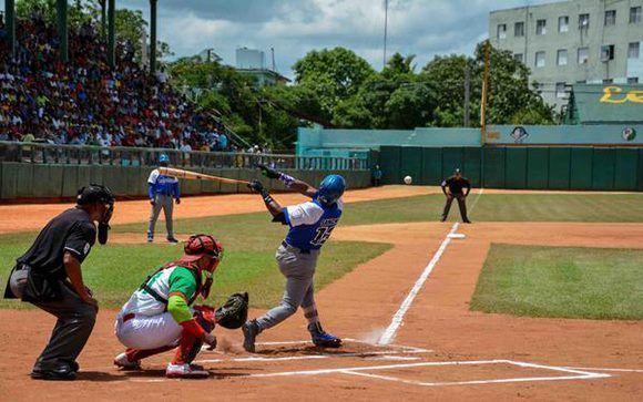 En el juego disputado en el Julio Antonio Mella, Industriales venció 7-5 a Las Tunas. Foto: Yaciel Peña/ ACN.