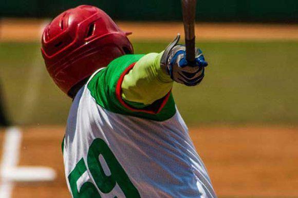 En la imagen, Jorge Jhonson, bateador tunero. Foto: István Ojeda Bello