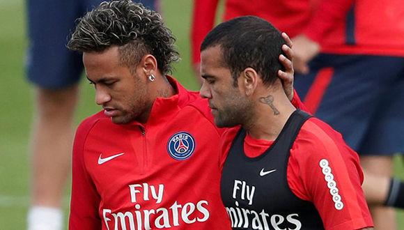 Neymar y Dani Alves, en un entrenamiento del PSG. Foto: Reuters.