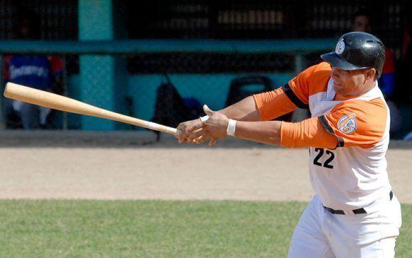 Norel González ha sido uno de los mejores bateadores de la Serie Nacional. Foto tomada de Vanguardia.
