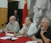 Patricio Echegaray en un evento sobre la Revolución Socialista de Octubre. A su derecha, el destacado intelectual argentino Atilio Borón