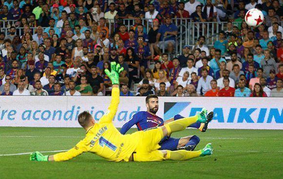 Piqué marcó en propia puerta el primero del partido. Foto: Reuters.