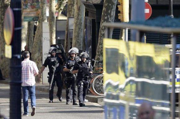 Policías en la escena. Foto: EFE.
