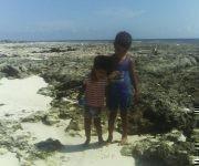 Samuel Alejandro y Diego Milán disfrutando del mar. Foto: Juan Carlos / Cubadebate