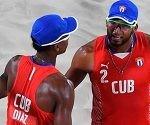 Sergio González (der) y Nivaldo Díaz, dupla cubana de voley de playa. Foto: FIVB.
