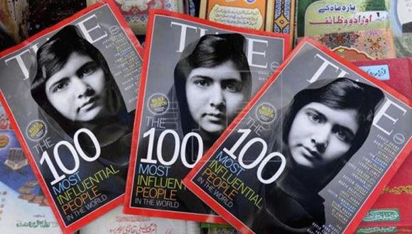 Vista de varios ejemplares de la revista TIME donde se observa a la joven activista pakistaní Malala Yousafzai. Foto: EFE/ Archivo.
