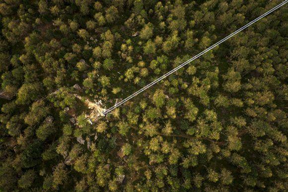Un dron muestra una vista general del puente Europabruecke. Foto: Valentin Flauraud/ EFE.