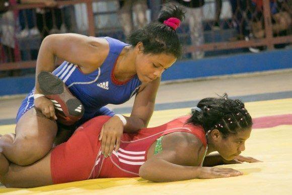 Yurdanis Sánchez conquistó la medalla de plata en el Mundial de lucha juvenil. Foto tomada de Jit.