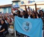 Participantes en el acto nacional por el aniversario 57 de la Federación de Mujeres Cubanas (FMC) en la Plaza San Juan de Dios, en Camagüey, el 23 de agosto de 2017. ACN FOTO/ Rodolfo BLANCO CUÉ/sdl
