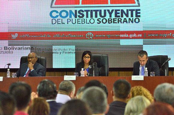 Integrantes de la Asamblea Nacional Constituyente (ANC) propusieron hoy un conjunto de medidas para frenar la guerra económica que enfrenta Venezuela. Foto: @DrodriguezVen
