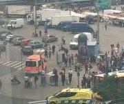 Los cuerpos de emergencias estaban atendiendo a las víctimas del ataque en la plaza Puutori-Market. Foto: Lee Hills.
