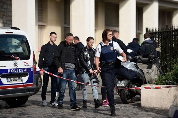 Un grupo de policías trabajan en la zona del atropello. Foto: AFP.