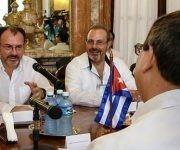 Bruno Rodríguez Parrilla (espalda), ministro de Relaciones Exteriores de Cuba, y su homólogo de México,  Luis Videgaray (I), durante las conversaciones oficiales sostenidas en la sede de la Cancillería cubana, en La Habana, el 18 de agosto de 2017. Foto: Abel Padrón Padilla/ ACN.