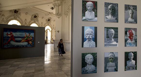 """Inauguración de la expo colectiva """"…se hace camino al andar"""". Foto: Ismael Francisco/Cubadebate."""