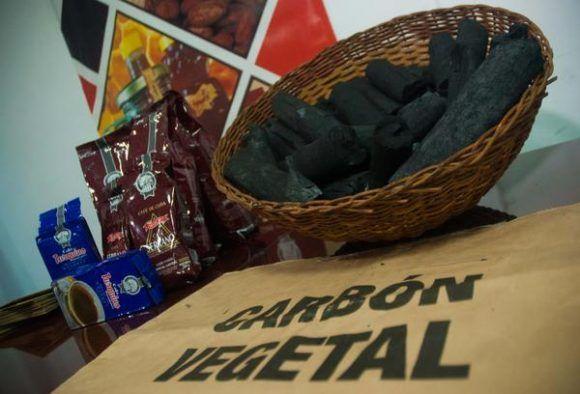 Carbón vegetal artesanal de marabú, producto de la Empresa CUBAEXPORT, será la primera exportación de un producto cubano a los Estados Unidos de América, en más de cinco décadas, en La Habana, el 5 de enero de 2017.      ACN  FOTO/ Diana Inés RODRÍGUEZ RODRÍGUEZ/ rrcc