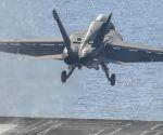Un cazabombardero estadounidense F/A-18 Hornets despega para realizar bombardeos en Siria. Foto: Hispantv.