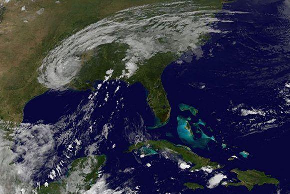 Imagen del satélite este 31 de agosto a las 2:26 am. Sobre el sur de Estados Unidos se observan los restos del huracán Harvey, mientras que sobre Cuba hay poca nubosidad, aunque habrá que estar atento a la evolución de la tormenta tropical Irma, que viene desde más al este con rumbo al Caribe. Imagen: GOES Project Science/ Vía INSMET Cuba.