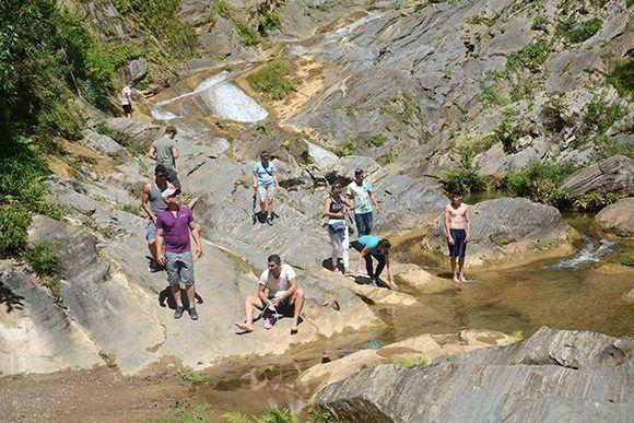 Desde el Salto del Caburní, una preciosidad de la naturaleza del Gran Parque Natural Topes de Collantes, desde la montaña bajan limpias y frescas las aguas. Sancti Spíritus, CubaFoto: Oscar Alfonso Sosa/ ACN.