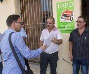 """El diseñador Isaac Linares fue reconocido por sus valiosos aportes a la campaña de comunicación """"Pinar en 26, cultivando victorias"""".  Foto: Januar Valdés/ Guerrillero."""
