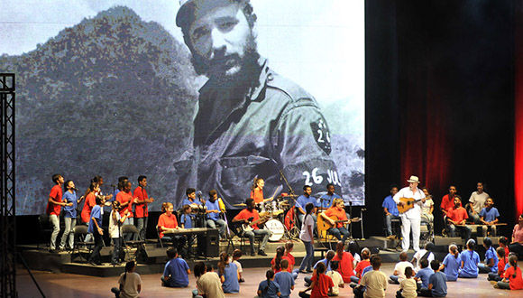 Homenaje de La Colmenita a Fidel por su 90 cumpleaños. Foto: José R. Rodríguez Robleda