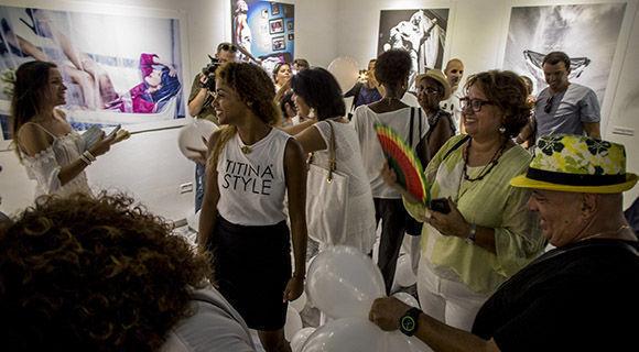"""Titina"" inaugura su expo. Foto: Ismael Francisco/ Cubadebate."