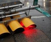 Un semáforo caído debido al temporal del Huracán Harvey en Texas.REUTERS/Adress Latif
