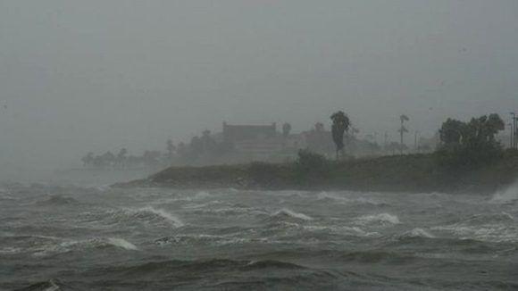 Las autoridades pidieron a los pobladores de la ciudad costera de Corpus Christi abandonar el lugar. Foto: AFP.