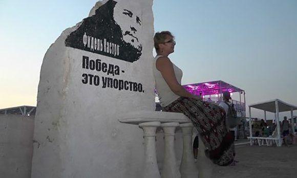 Crimea homenajea a Fidel con un monumento a su memoria