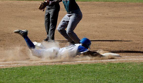 Industriales jugó con agresividad el primer partido de la temporada. Foto: Ismael Francisco/Cubadebate.