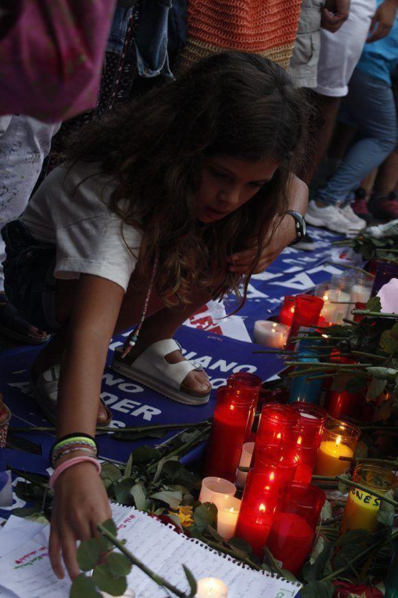 Muchos niños asistieron a la manifestación en la ciudad condal contra el terrorismo. Foto: Jennifer Veliz/ Cubadebate.