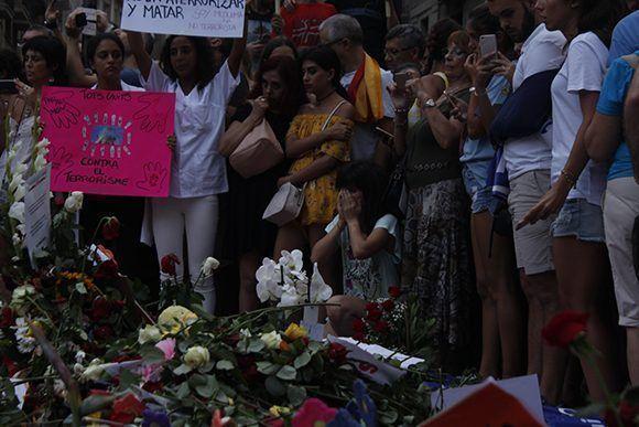 Homenaje a las víctimas del atentado del 17 de agosto en Barcelona. Foto: Jennifer Veliz/ Cubadebate.