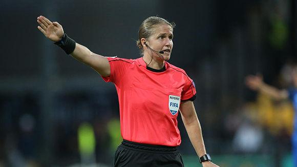 Las mujeres que serán árbitro para el Mundial sub-17 únicamente lo harán como jueces de línea. Foto: Getty Images.