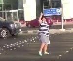 Viral video de adolescente bailando La Macarena en Arabia Saudita.