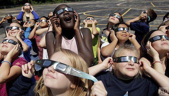 ninos-eclipse-solar