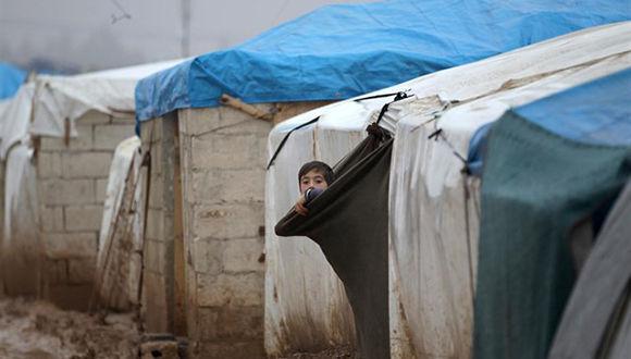 Niño serio en campamento de desplazados. Foto: Reuters.