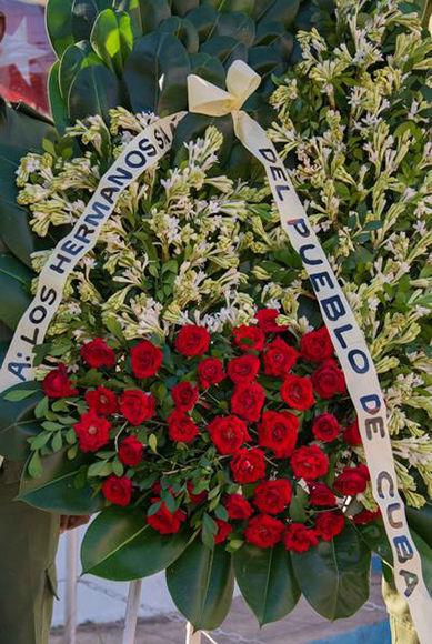 Ofrenda floral depositada en el monumento a los Hermanos Saíz. Foto: Rafael Fernández/ ACN.