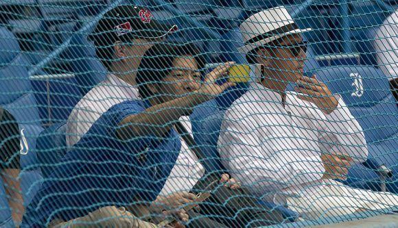 Aficionados foraneos en Latino. Foto: Ismael Francisco/Cubadebate.