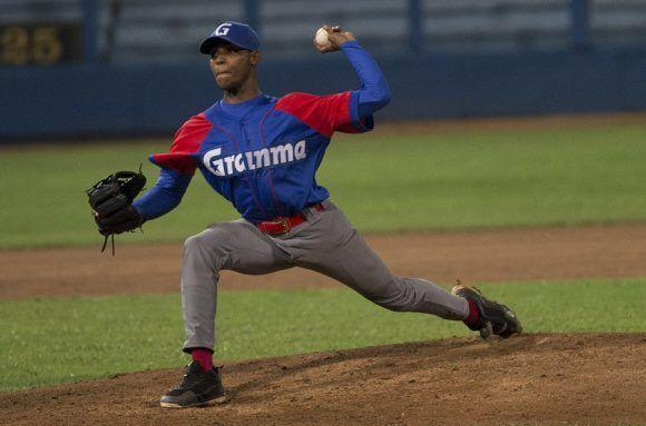 El lanzador Darién Creach realizó una buena labor por Granma. Foto: Ismael Francisco/ Cubadebate.