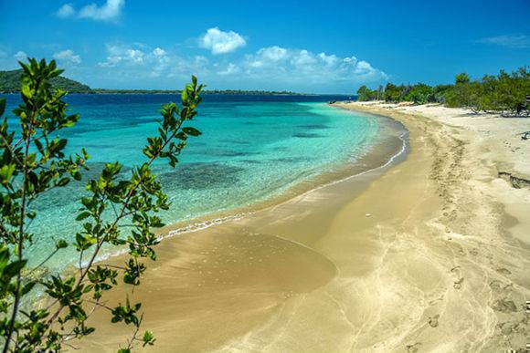 Playas vírgenes en la península del Ramón de Antilla, ubicada a la entrada de la bahía de Nipe, en el municipio de Antilla, provincia de Holguín, Cuba, el 29 de agosto de 2017. ACN FOTO/Juan Pablo CARRERAS