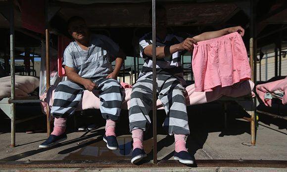 Arpaio dijo que eligió el color rosa para que los presos no quisieran robarse nada. Foto: John Moore/ Getty Images.