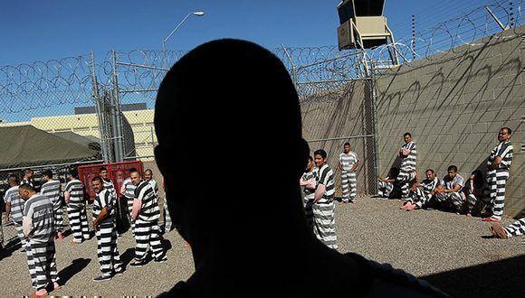 Bajo el mando de Arpaio los presos eran humillados constantemente en Tent City, en especial los latinos. Foto:  John Moore/Getty Images.