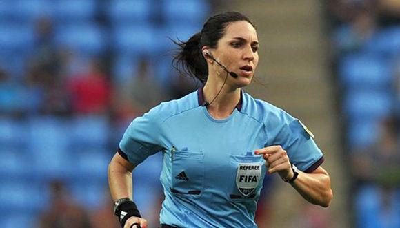 En competiciones femeninas la FIFA ya ha designado mujeres para que sirvan como jueces en los partidos, pero esta será la primera vez que suceda en un torneo masculino. Foto: TeleMundo.