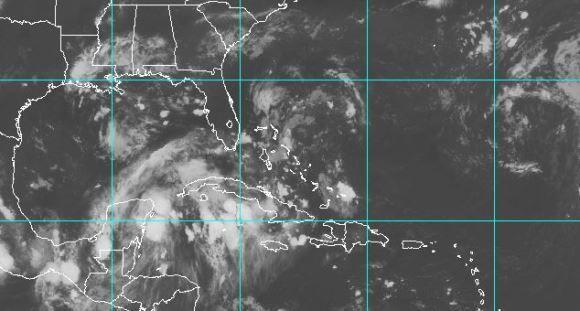 Los restos de la tormenta tropical Harvey han causado intensas lluvias en el oocidente y centro de Cuba. Imagen: NOAA.